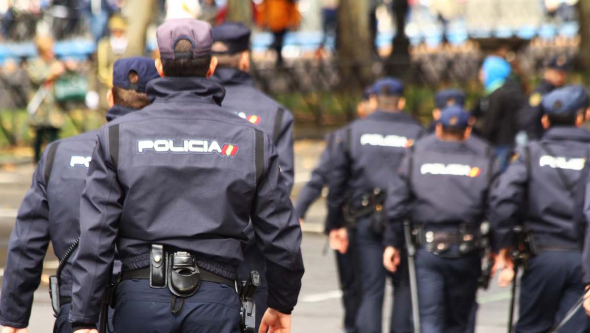 Manual per manipular l'adjudicació de places a la policia espanyola