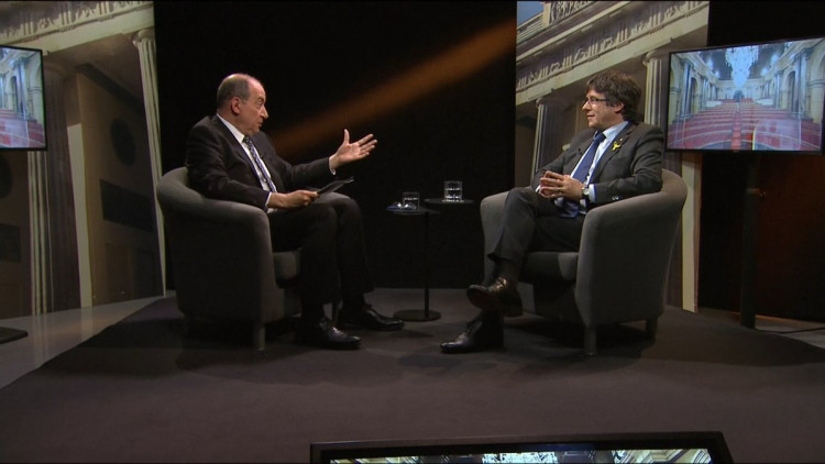 Vicent Sanchis i Carles Puigdemont durant l'entrevista. TV3