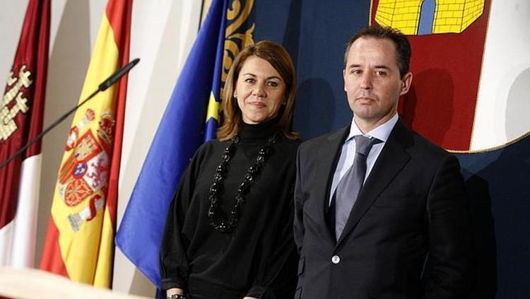 L'aleshores presidenta manxega, María Dolores Cospedal, i l'actual comissari Andrés Gómez Gordo| EFE